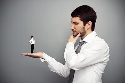 Sen kendini küçük bir cisim sanıyorsun;oysa en büyük alem sende gizlidir. HZ.ALİ