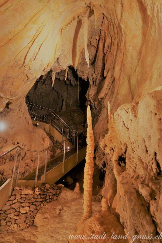 Grotten in Vallorbe (Jura). Ideal für einen Familienausflug, passt auch gut bei schlechtem Wetter. Verzaubernde Höhlen.