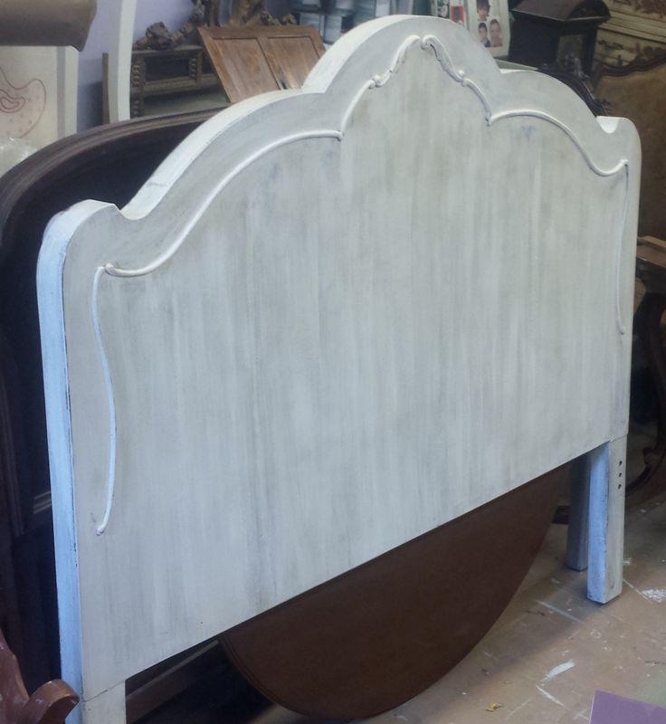 Cabecero de cama restaurado en blanco decapado antes era - Cabeceros antiguos restaurados ...