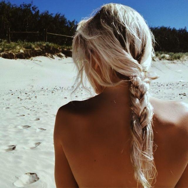 Транс стриптиз блондинка голая спина спермы домашнее порно