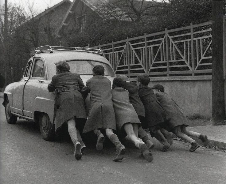 "anne-christelle: "" La panne d'essence (Run out of gas) 1955 robert doisneau """