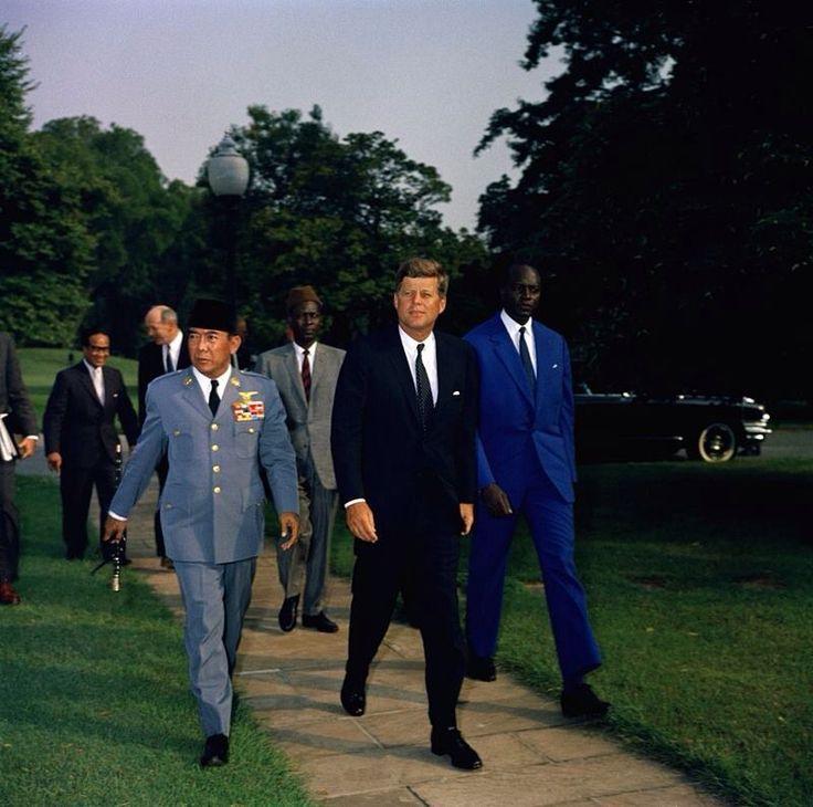 1961. 12 Septembre. De gauche à droite,Mr Soekarno, Jfk et Modibo Keïta, Président du Mali