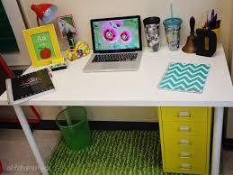 Resultado de imagen para decorate teacher desk