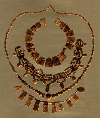 Colier din chihlimbar provenit dintr-un mormânt de la sfârşitul secolului al VII-lea î. Chr., Alianello