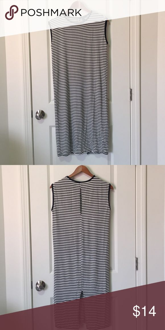 Balck and White Stripe Mid Length Dress Made with rayon, polyester, and spandex. Super comfortable. Has cute slit in the back to show a little akin and a slit at the bottom. Perfect codnition Forever 21 Dresses Midi