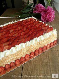 Otrzymałam sporo próśb o przepis na ten tort z frużeliną truskawkową. Bardzo mnie zaskoczyliście, nie miałam pojęcia, że wzbudzi on takie zainteresowanie. Jest mi niezmiernie miło i dotrzymuję słowa publikując…