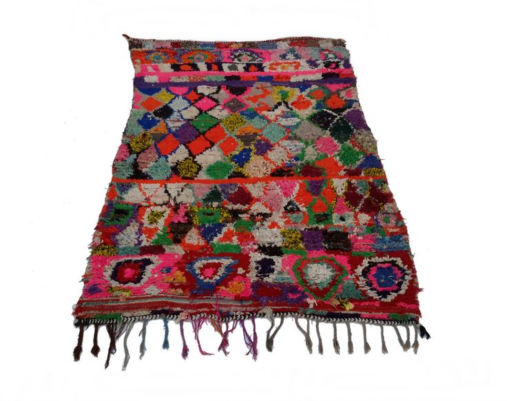 vintage Marokkaanse tapijt geweven met de hand uit restjes stof / boucherouite / boucherouette door MoroccanTribal op Etsy https://www.etsy.com/nl/listing/269107359/vintage-marokkaanse-tapijt-geweven-met