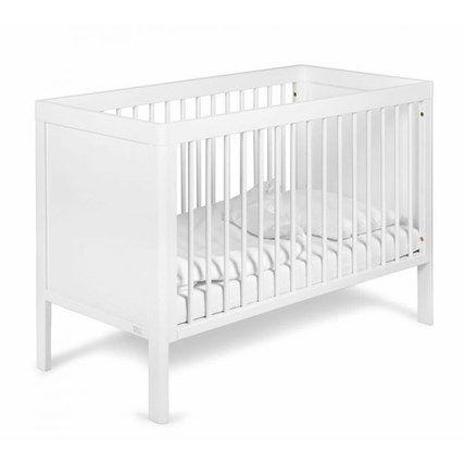 Troll Spjälsäng 3 i 1 Lukas är en spjälsäng som barnet kan använda länge även efter den växt ur den genom att den går att förvandla till en soffa. Botten kan regleras i tre höjdlägen, vilket gör det lätt att anpassa sängen efter barnets förmåga att sitta, klättra och stå upp i sängen. Sängen kan...
