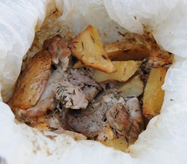 Κοντοσούβλι «ανάμεικτο» στη λαδόκολλα με θυμάρι και πατατούλες | Dina Nikolaou