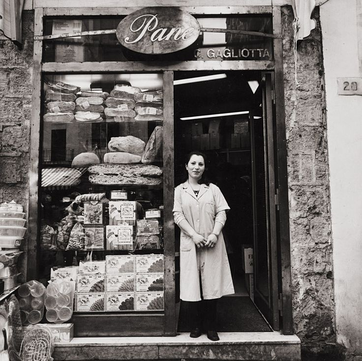 Pane, Pignasecca, Napoli    photo by Christina Piza, 1999