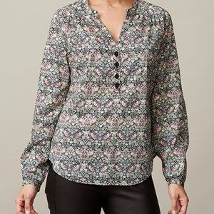 LIBERTY favorite shirt, strawberry thief rose. A colorful shirt in original Liberty fabric, which looks great with a pair of jeans or the Önling elegant pants.