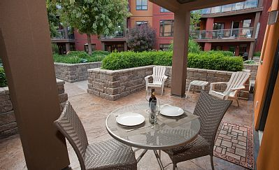 Playa del Sol 370 - Front courtyard, with view of the landscaped mezzanine. #kelowna #vacation #rental #vrbo #playadelsol370 www.playadelsol370.com
