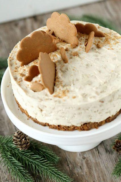Tein vähän aikaa sittenOreo-kekseistä liivatteettoman juustokakun. Se oli niin älyttömän helppo ja nopea (ja toki myös herkullinen), että päähäni jäi pyörimään samantapaisen kakun tekeminen piparkakuista. Kovin montaa hetkeä en ehtinyt tätä helppoa herkkua miettimään, vaan pitihän se päästä toteuttamaan, pienin muutoksin Oreokakkuun verrattuna. Ei muuten yhtään huonompi kakku tämäkään, vaan kakku tuli todella nopsaan …