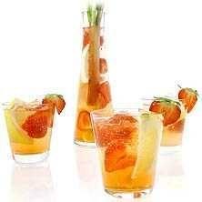 Sommarens bål med vaniljvodka och rabarbersaft - Recept - Tasteline