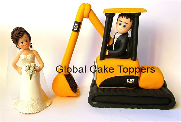 """excavator cakes - Google Searchnt our miniature CAT labels & chocolate. """" glue them to the fondant !!! ---///"""