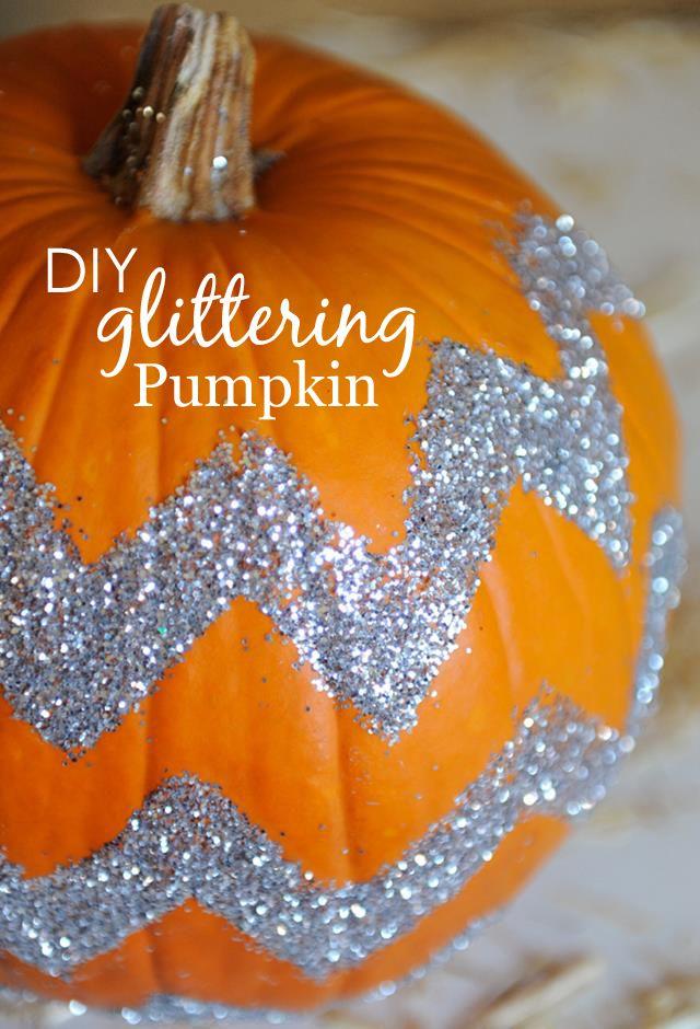 DIY Glittering Pumpkin - a sparkly alternative to pumpkin carving! #halloween
