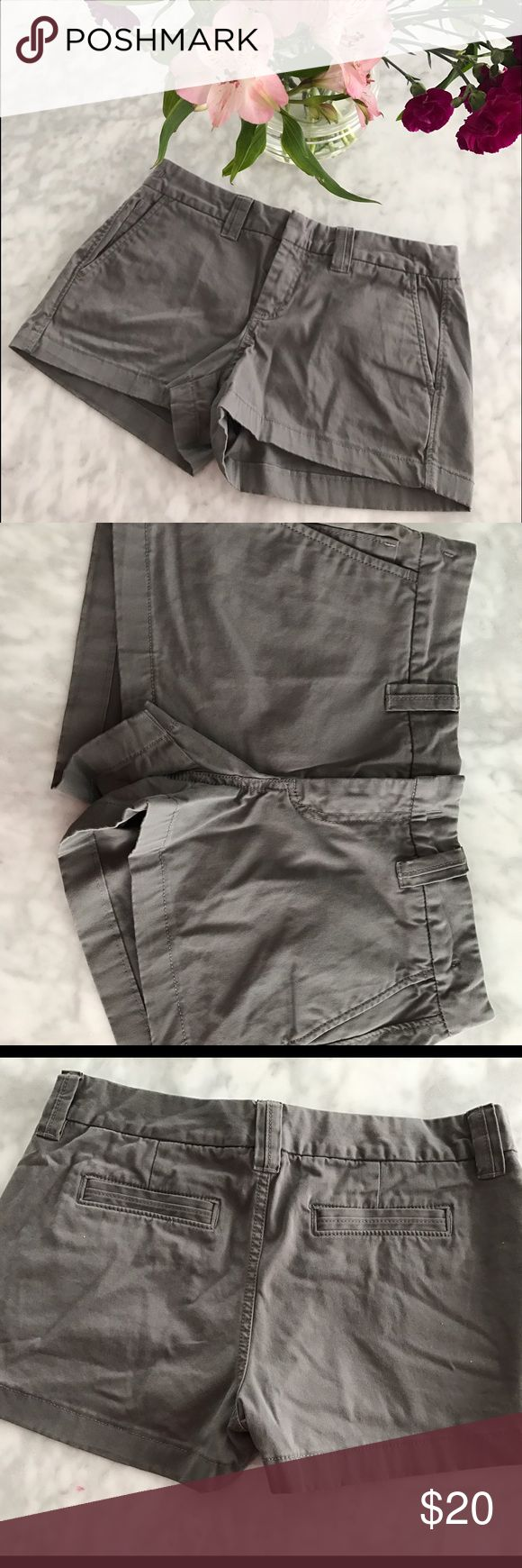 "Banana Republic Weekend Shorts Grey 6 Classic Prep Classic pair of gray Banana Republic twill shorts, size 6, excellent condition! Measures 15.5"" across laying flat, 3"" inseam. No holds, no 🅿️🅿️or♏️-thank you! 💕😘 Banana Republic Shorts"