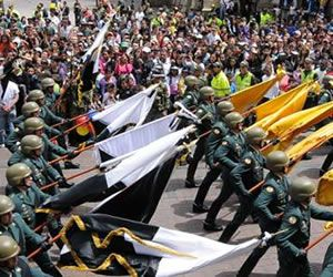 EL AEROPUERTO  EL DORADO DE BOGOTA MAÑANA 20 DE JULIO TENDRÁ UNA REVISTA AÉREA ... DE LAS FUERZAS AÉREAS DE  COLOMBIA CON   MOTIVO DE LA INDEPENDENCIA , SON   COMO  4 HORAS DE  REVISTA AÉREA.