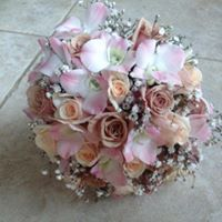 Latte roses and pink singapore orchids, babies breath @weddingflowersetc