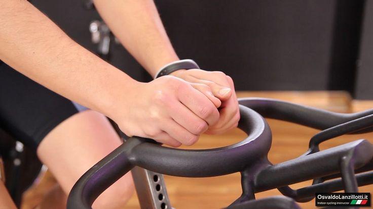 Scopri lo spinning un sistema di allenamento che mira al benessere del corpo tanto quanto quello della mente, con strumenti semplici ma efficaci.