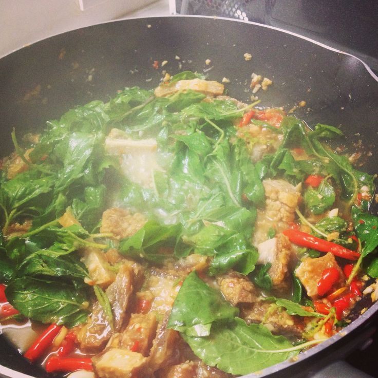 Stir Fried Crispy Pork with Holy Basil. Easily to find this menu in every Thai Restaurants.