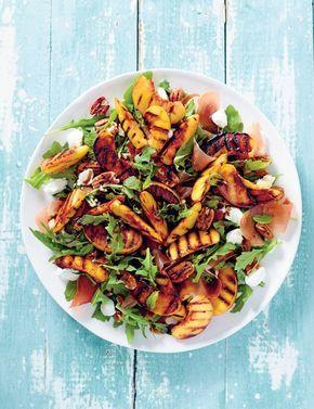 Salade met geroosterde perzik, pecannoten en prosciutto van Matt Preston
