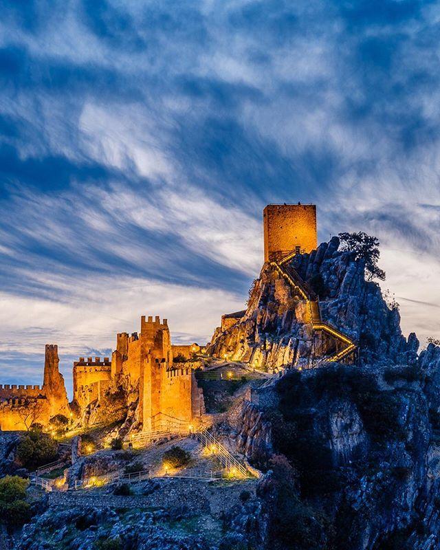 Ein Geheimtipp Fur Andalusien In Der Wunderschonen Sierra De Cazorla Findest Du Die Burg Von La Iruela Untertags H Natural Landmarks Monument Valley Monument
