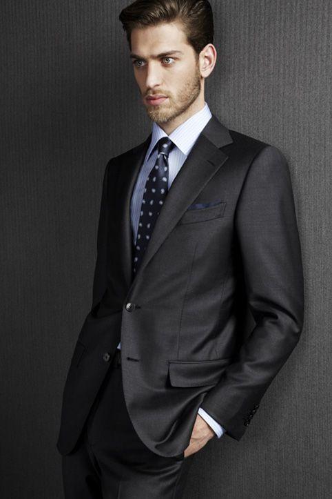 Abito nero che colore camicia e cravatta