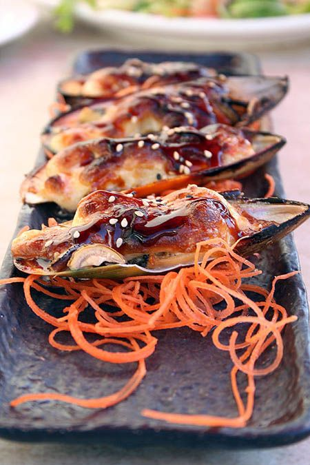 Japanese baked mussels in dynamite sauce
