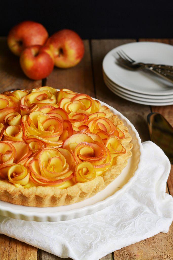 Crostata al limone con rose di mele
