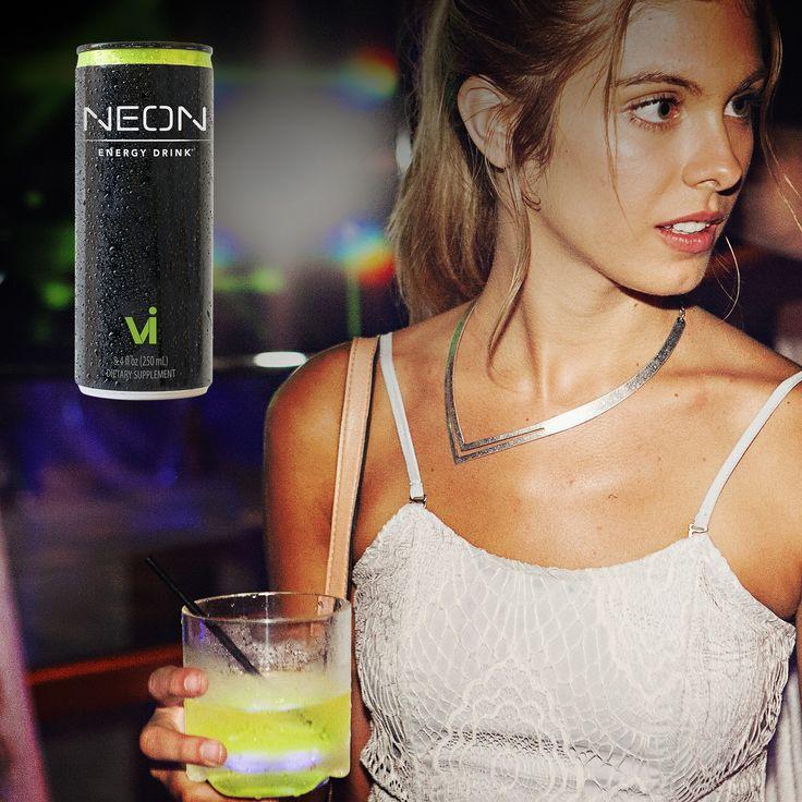 NEON Energy Drink® Finalmente un energy drink con un buon sapore.  Contiene sei vitamine salutari, caffeina di provenienza naturale, tè verde e 24% di succo di frutta da concentrato in una miscela brevettata di sette succhi di frutta. NEON fornisce una sferzata di energia che – a differenza di altre bevande energetiche - dura senza alcun calo, e contiene solo 100 calorie per porzione. Come mai nel NEON Energy Drink l'energia non cala improvvisamente? Gli zuccheri naturali provenienti dai…