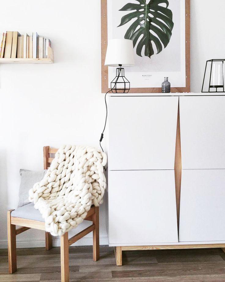 White cabinet #cabinet #commode #scandi #scandinavian #design #scandinaviandesign #minimalism #minimalizm #skandynawski #skandynawskistyl #madeinpoland  #pine #drewno #sosna #polskiprodukt  foto: instagram.com/mama_z_powolania