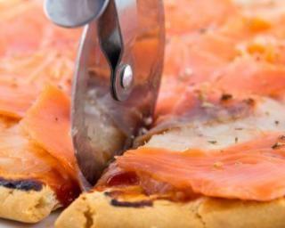 Tarte au saumon au four : http://www.fourchette-et-bikini.fr/recettes/recettes-minceur/tarte-au-saumon-et-crme-frache-au-four.html