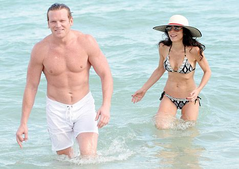 Bethenny Frankel Hits the Beach in Bikini With Shirtless Hunk - Us Weekly