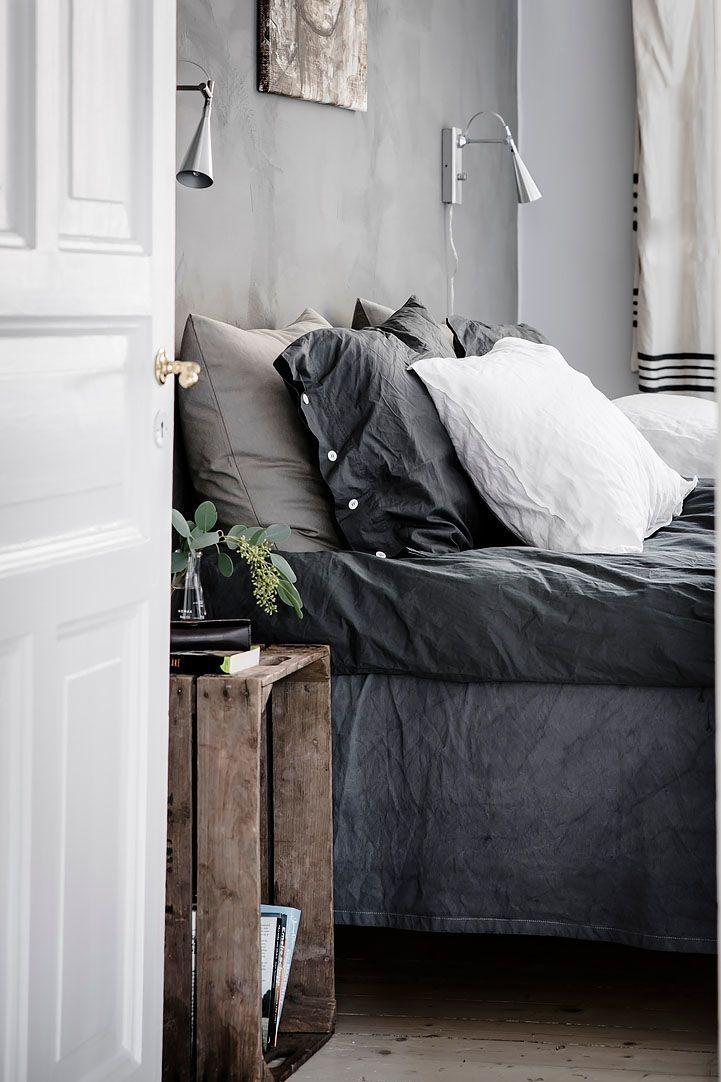 A Gorgeous Scnadin Bedroom With Linen Bedding In Dark Grey Colours And A Vintage Apple Crat In 2020 Scandinavian Bedroom Decor Interior Design Bedroom Bedroom Interior