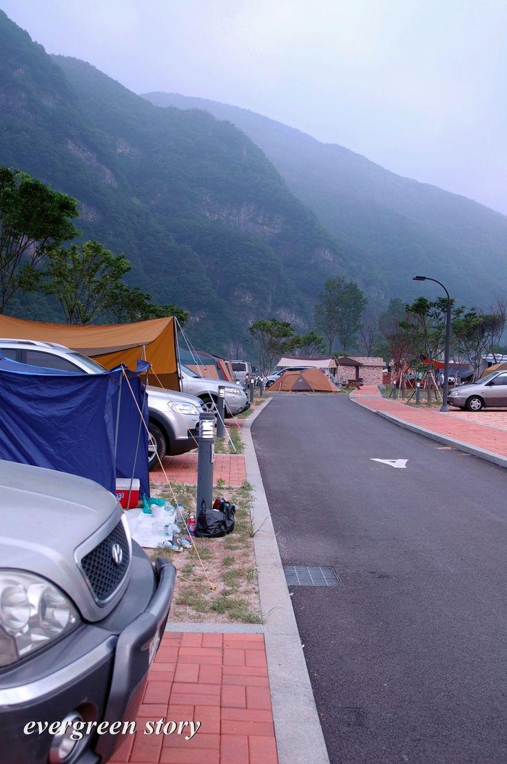 영월 동강 오토캠핑장입니다. 그늘이 없어서 여름에는 불편하겠지만 전반적으로 깔끔한 느낌이예요~