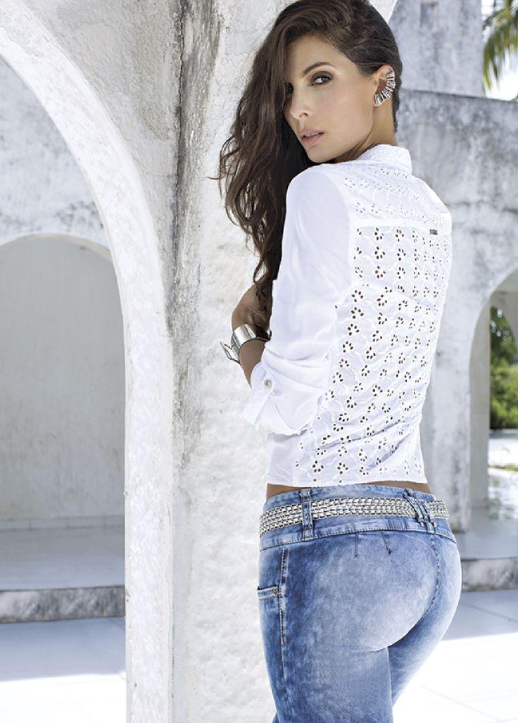 Blusa S206927, Jeans S130698, Pulsera S213361, Aretes ...