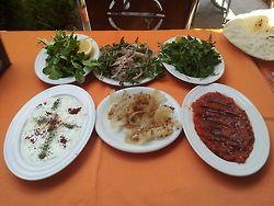 Mideyi Hazırlama @ Dayı'nın Yeri  http://midemuhendisi.tumblr.com/post/52812720152/adana-kebap-day-n-n-yeri-12-haziran-2013
