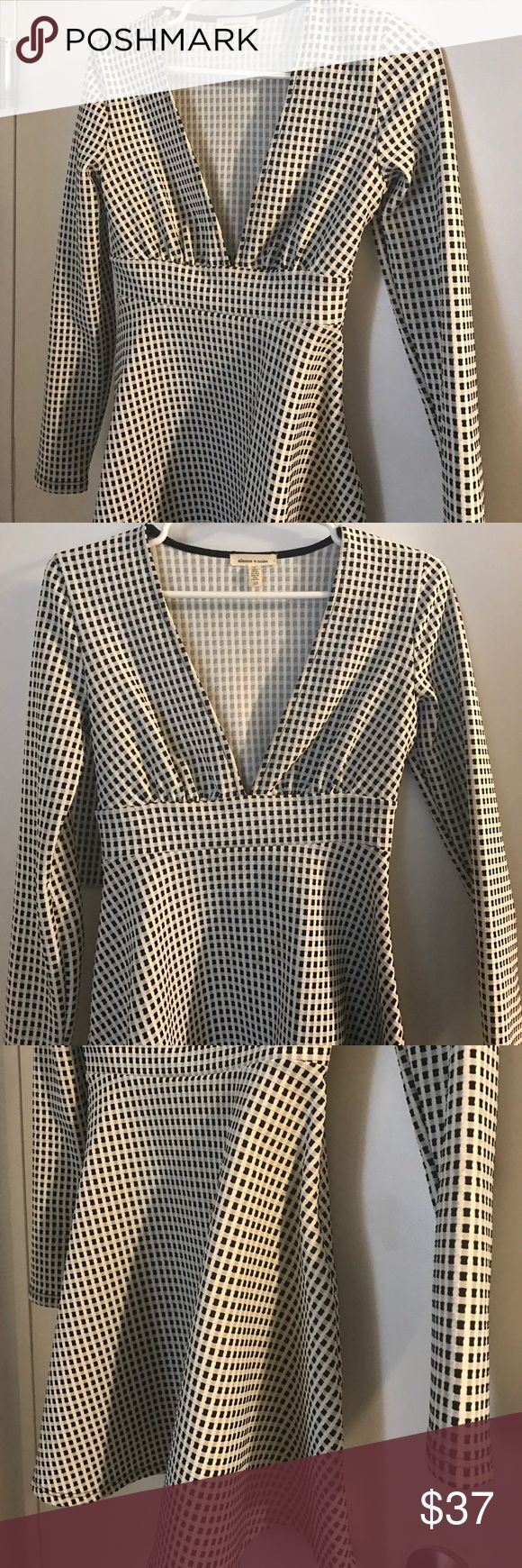 Silence & Noise black and white checkered dress Super flattering long sleeve dress with textured checkered b&w pattern - tight on top, ballet style bottom that's very slimming and a neckline that's sexy but sophisticated - 4% spandex - in perfect condition Urban Outfitters Dresses Long Sleeve