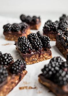 These blackberry cashew bars are a recipe that came purely out of avoiding the oven. And a recipe that can act as breakfast, a snack, or dessert, is a winner in my book.
