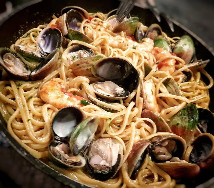 Nunca en la vida me voy a cansar de comer #pasta con #almejas y #gambas  #italy #seafood #spaghetti #clams #shrimps #marisco #Italian #italia #cocinerositalianos #cooking #YouTube #tasty #chef #chefsofinstagram #foodporn #foodphotography