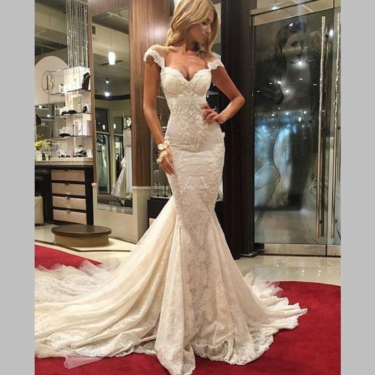 Deze prachtige #custom made  #trouwjurk hebben we gemaakt voor onze lieve #bruid Assia Prachtig toch?! #weirdcloset