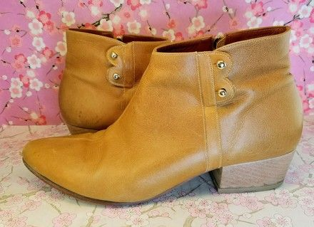 Camel Tan Ankle Boots Size US 7.5 Regular (M, B). Get the must-have boots of this season! These Camel Tan Ankle Boots Size US 7.5 Regular (M, B) are a top 10 member favorite on Tradesy. Save on yours before they're sold out!