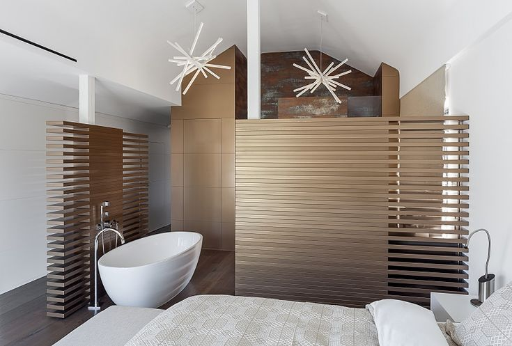 die besten 25 badezimmer mit schr ge ideen auf pinterest schr ge w nde badezimmer. Black Bedroom Furniture Sets. Home Design Ideas