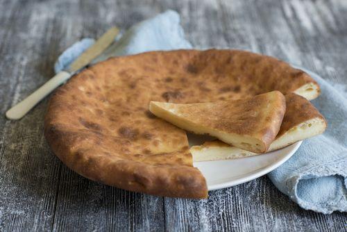 Φτιάξε κι εσύ την πιο εύκολη τυρόπιτα χωρίς φύλλο Υλικά: 1 κούπα λάδι 1 κούπα γάλα 1 κεσεδάκι φέτα 2 αυγά 2 κούπες αλεύρι Εκτέλεση: Χτυπάμε σε μπολ τα αυγά, την τριμμένη φέτα, το λάδι και το αλεύρι. Ρίχνουμε τη ζύμη σε ένα ταψάκι που έχουμε βουτυρώσει ή λαδώσει. Ψήνουμε σε μέτρια θερμοκρασία για 1 …