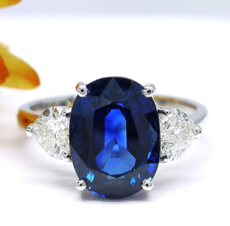 Anillo con Zafiro de 3,68 cts con dos diamantes de talla corazón de gran calidad. Diseño de Jorge Juan Joyeros