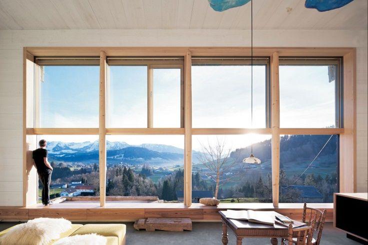 Davon lebt das Haus: eine 8 x 4 Meter große Fensterwand für atemberaubendes Berg-Panorama | Georg Bechter Architektur+Design ©Adolf Bereuter, Dornbirn