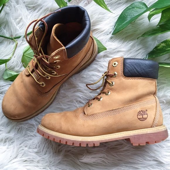 TIMBERLAND WOMENS PREMIUM BOOT GENUINE LEATHER WATERPROOF  COMFORTABLE  I only wore them a few times but I did go hiking in them so there's a couple small nicks on the front but overall good condition, so cute and warm! My feet never got wet in them, they run a little big - I'm a size 8.5 and they at size 8 and fit perfect! I'm only getting rid of them because they are real leather and I've recently adopted a vegan lifestyle and don't feel right wearing them. I will miss them though…