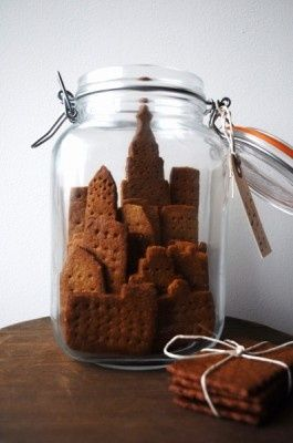 graham crackers: Gifts Ideas, In A Jars, Gingerbread Cookies, Cities Skyline, Gingerbread House, Mason Jars, Graham Crackers, Christmas Gifts, Cookies Jars