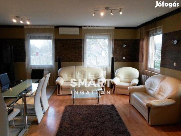 Kecskeméti eladó 109 nm-es ház #954709: Kecskeméthez nagyon közel, Úrihegyben eladó egy minden igényt kielégítő, prémium minőségű építőanyagokból, igényesen kivitelezett családi ház. Az épület 2004-ben épült 1709m2-es területen, dupla garázzsal és gyönyörűen parkosított előkertel. A házban egy hatalmas konyha-étkező-nappali fogad, ezen kívül két különálló hálószoba, gardrób és háztartási helyiségek is vannak. Az ingatlan a sok ablaknak és a nagyszerű tájolásának köszönhetően szinte egész…